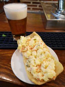 Palomita de ensaladilla rusa y cerveza jueves de tapas